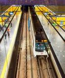 Les gens à la métro de Madrid, Espagne Image stock