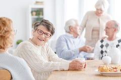 Les gens à la maison de vieillesse Photo stock