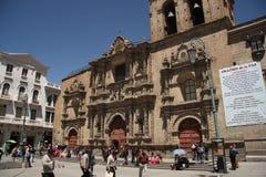 Les gens à la place de San Francisco Cathedral dans La Paz Photographie stock libre de droits
