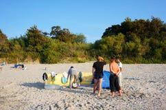 Les gens à la plage Photographie stock libre de droits
