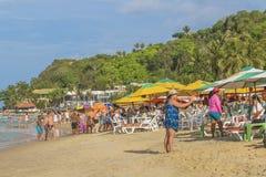 Les gens à la plage dans le Pipa, Brésil Photos stock