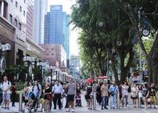 Les gens à la route Singapour de verger Photo stock