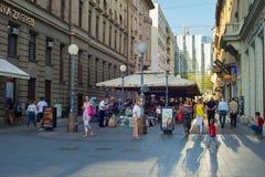 Les gens à la rue du centre zagreb Photo stock