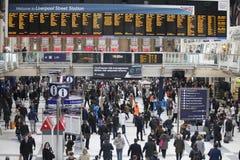 Les gens à la station de rue de Liverpool Est ouverte en 1874 lui troisièmement les plus occupées et une des gares ferroviaires p photo libre de droits