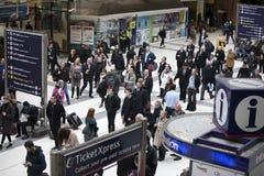 Les gens à la station de rue de Liverpool Est ouverte en 1874 lui troisièmement les plus occupées et une des gares ferroviaires p image libre de droits