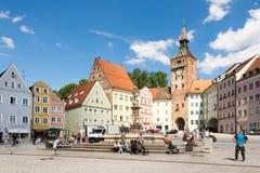 Les gens à une place à Landsberg am Lech images stock