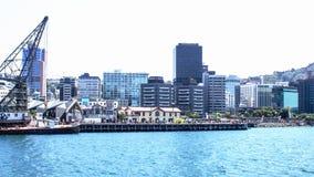 Les gens appréciant l'extérieur en été le long de Wellington Waterfront Photos stock