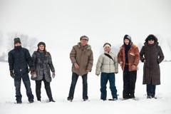 Les gens appréciant l'hiver et la neige Images stock