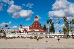 Les gens apprécient la plage centrale de Coronado en Californie du sud Photos stock