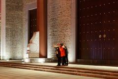 Les gens apprécient les lumières et le premier festival de lanterne de photos-Le à Nan-Tchang Images stock