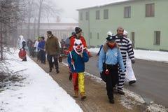Les gens assistent au carnaval de Masopust photographie stock libre de droits