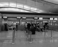 Les gens attendant à l'aéroport de Tan Son Nhat dans Saigon, Vietnam Photographie stock libre de droits