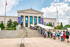 Les gens attendant entrent dans l'aquarium de Shedd en Chicago images stock