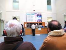 Les gens attendant leur tour Photo libre de droits