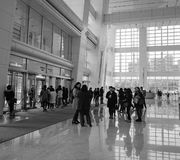 Les gens au bâtiment de Taïpeh 101 à Taïpeh, Taïwan Photo stock