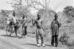 Les gens au Bénin, en noir et blanc Photographie stock libre de droits
