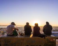 Les gens au belvédère de notre Madame du point de vue de colline dans le Lis Photographie stock libre de droits