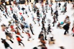 Les gens au centre commercial au détail Photos stock