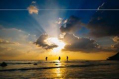 Les gens au coucher du soleil Photos stock