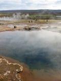 Les gens au geyser Photographie stock