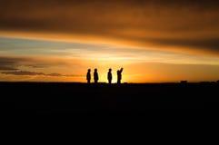 Les gens au lever de soleil Photographie stock libre de droits