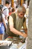 Les gens au marché collectable des timbres et des pièces de monnaie dans la plaza mA Photo libre de droits