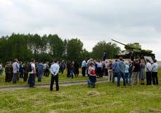 Les gens au monument aux défenseurs du Borodino mettent en place en 1941 Image stock