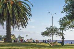 Les gens au parc à Montevideo Uruguay Photos stock