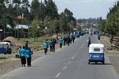 Les gens aux routes de l'Ethiopie en Afrique Photo stock