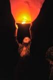 Les gens avec de l'air de lampe-torche Image stock