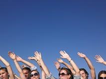 Les gens avec des bras augmentés Photographie stock libre de droits