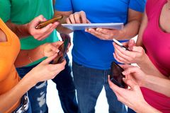 Les gens avec des smartphones Photo stock