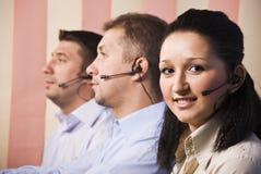 Les gens avec l'écouteur au centre d'appel Images stock