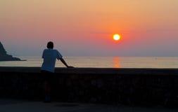 Les gens avec le soleil sur la mer cantabre, Donostia Photos libres de droits