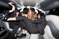 Les gens ayant la partie dans la limousine Photographie stock libre de droits