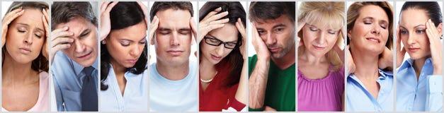 Les gens ayant le mal de tête photos stock