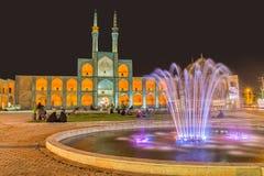 Les gens ayant une vie sociale dans Yazd par nuit Images stock