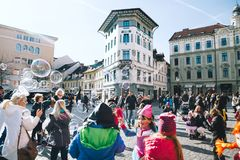 Les gens célèbrent - pust - dans le carnaval slovène de Shrovetide de moyens Photographie stock libre de droits