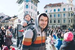 Les gens célèbrent - pust - dans le carnaval slovène de Shrovetide de moyens Photos libres de droits