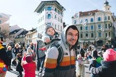 Les gens célèbrent - pust - dans le carnaval slovène de Shrovetide de moyens Image libre de droits
