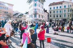 Les gens célèbrent - pust - dans le carnaval slovène de Shrovetide de moyens Photographie stock