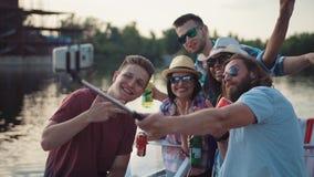Les gens célébrant des vacances nationales Image libre de droits