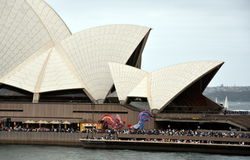 Les gens célébrant le jour d'Australie au théatre de l'opéra Photographie stock
