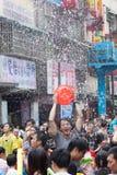 Les gens célébrant Songkran Photographie stock libre de droits
