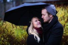 Les gens : Couples en automne Photo stock