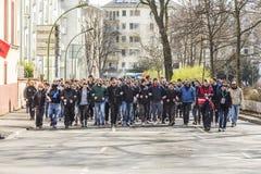 Les gens démontrent contre EZB et capitalisme à Francfort photo stock