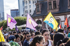 Les gens démontrent contre le meurtre et la violation du peopl kurde image libre de droits