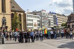 Les gens démontrent contre le meurtre et la violation du peopl kurde photo libre de droits