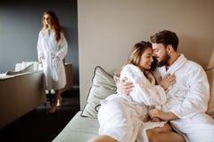Les gens détendant dans le luxe photos stock