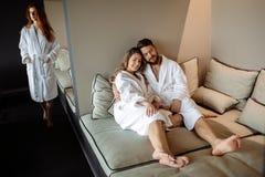 Les gens détendant dans le luxe photographie stock